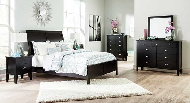 Braflin Queen Sleigh Bed w/Dresser, Mirror, Drawer Chest & Nightstand